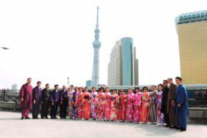 インドネシアからのお客様です(^^)日本旅行に浅草観光で、和服体験して頂きました^_^皆様とても華やかなお着物をお選び頂きました。記念撮影も沢山とりましたね(^∇^)東京浅草堪能して下さいね。來自印尼的團體客人,來日本旅遊,體驗穿和服的樂趣,每位客人都選擇了充滿春天氣息的和服唷,祝您們在淺草觀光愉快。