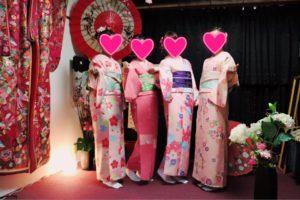 香港からお越しのお客様です。レトロモダンなお着物をお選び頂きました^_^ありがとうございます😊東京浅草観光楽しんで下さいね(^∇^) 香港来的客人,四位美女喔!选择的都是粉色系列的和服,选择的带结也都是本店的最新款,很可爱喔!祝你们在浅草度过美好的一天!(^∇^)