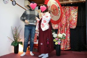 台湾からのお客様です\(^_^)/伝統的な袴をお選び頂きました(^^)とてもお似合いで可愛いらしいですね♪浅草散策楽しんで下さいね(^O^) 來自台灣的客人(^^)選擇了日式傳統酒紅色的 袴,超級適合好看喲!淺草觀光愉快(^o^)