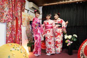 #台湾 からお越しのお客様と、お友だちの3名様で、ご利用頂きました。ピンク系のお着物が 皆様とても可愛いらしいですね♪#浅草 #観光  楽しんで下さい\(^-^)/ 來自台灣的客人,三位都選擇了桃紅色與紅色人氣款的和服,袋帶顏色分別是深紫,桃粉,黑色,大家都很可愛呢\(^-^)/日本旅行愉快喲!
