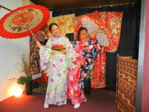 タイお越しのお客様です\(^_^)/伝統的な和柄のお着物をお選び頂きました(^^)着物体験ありがとうございます(^^)/ 來自泰國的客人(^o^)選擇了傳統和柄的和服(^・^)拍了紀念照,為日本旅程留下一段美好又難忘的回憶!淺草觀光愉快喲(^^)