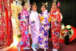 #香港 からお越しのお客様です。和服体験ありがとうございます( ^-^)ノ楽しい #日本旅行 楽しんで下さいね\(◎o◎)/ 來自香港的客人(^^)來日本旅行順便體驗一下日本和服文化!四位都選擇了不同顏色的和服,每位都很美麗喲(^^)希望今日的和服體驗能讓大家留下美好深刻的回憶喲!
