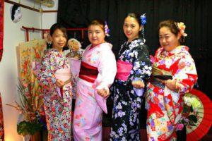 中国 からお越しのお客様です(^^)v #着物体験 は初めてです!伝統的な #お着物 をお選び頂きました(^^)とても可愛いです(^^)v #日本旅行 楽しんで下さいね♪來自中國的客人(^^)v大家都是第一次體驗和服,每位都選擇了不同顏色的款式,各有不同的美!祝四位在日本旅行玩得愉快喲♪