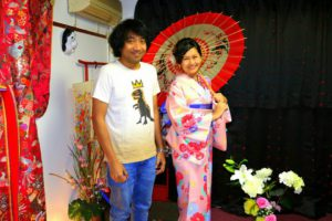 タイ からお越しのお客様です(^^)v花柄ピンクの #お着物 をお選び頂きました(^^)とても素敵です!#着物体験 ありがとうございました♪來自泰國的客人(^^)選擇了碎花點綴淺粉色和服,搭配新款藍紫色袋帶與刺繡花朵衣領,很柔和美麗呢!祝您在日本旅行玩得愉快喲♪