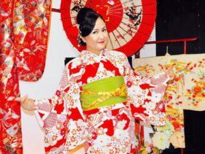 海外からのお客様です。艶やかなお着物を体験して頂きました。ありがとうございます^_^東京浅草観光楽しんで下さいね(^∇^) 來自海外的客人^_^選擇了人氣款式日式圖騰豔紅款的和服^.^在櫻花步道上拍了許多紀念照呢!下次歡迎來體驗日式傳統振袖和服喲^∇^