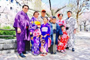 インドネシアからのお客様です。和服体験ご家族でご利用頂きました。桜お花見満開のなかでの、記念撮影です。楽しんで下さいね(^∇^) 來自印尼的家族團體客人!大人小孩都穿著帥氣與漂亮的和服,在櫻花滿開的步道上拍了許多美麗的照片!櫻花遊賞玩得開心喲^.^