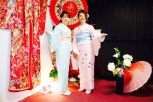 海外からのお越しのお友達とご利用頂きました。ありがとうございます^_^浅草観光楽しんで下さいね^_^ 兩位都選擇了淡雅色系的的和服^.^穿了和服後很開心的拍了許多美麗的照片呢!櫻花遊賞玩得開心喲!