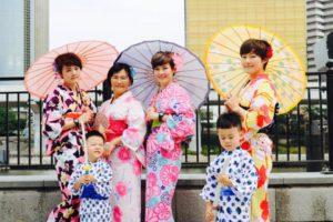 台湾からご家族でお越しのお客様です💕 男の子の浴衣姿も可愛らしいですね👦👘 和服体験ありがとうございます😊 來自台灣的一家人,小朋友的浴衣很可愛呢!謝謝您們~祝大家在淺草玩得開心💞💕