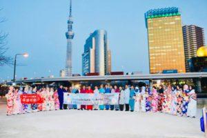 インドネシアからの団体様です。日本旅行で和服体験ありがとうございます😊当店前の隅田公園にて、記念写真を撮りました😊皆様伝統的な和服がお似合いです✨✨🌸🌸🌸 來自印度尼西亞的團體客人們,謝謝您們在日本旅遊時,來體驗和服,在本店前的隅田公園拍攝的紀念照,傳統的和服很適合各位呢!