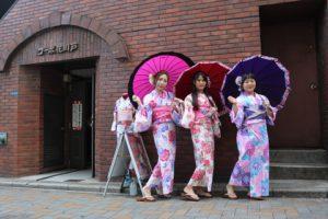 女子会三人台灣來的朋友~媽媽像姊姊呢!很年輕~!