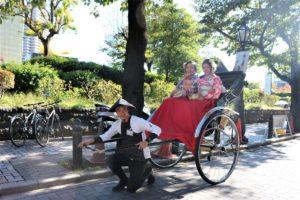 ペルー、女性2名、振袖、人力車、浅草観光