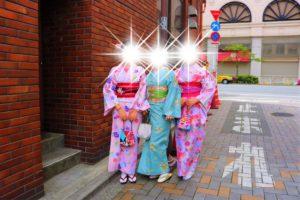 來自中國的三位好姊妹一同體驗了和服,穿起來很有典雅的氣質呢!