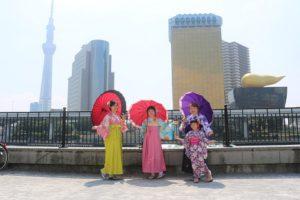 穿上#袴 到淺草寺散步的母女以及朋友