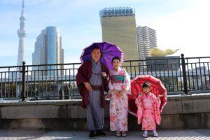 馬來西亞來的一家人一起穿和服呢!