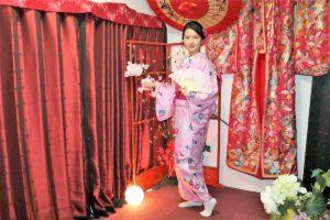 粉紅色的和服很適合你呢!
