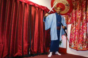 來自沙烏地阿拉伯的男性顧客,穿上藍色的和服非常帥氣!