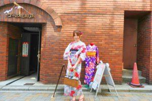 日本でご活躍のモデルさんです。たて線の黒の浴衣です~ヘアーもアレンジさせて頂きました💕撮影頑張って下さいね\(^o^)/
