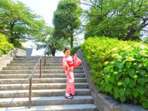 ベトナムからのお客さまです\(^o^)/ピンクのウサギ地の着物をお選び頂きました。着物体験ありがとうございます(●^o^●)