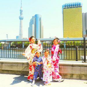 中国上海からのお客様です。御家族でご利用いただきました。気温が高く、お子さまは浴衣で☆大人は着物をお選び頂きました\(^-^)/着物体験ありがとうございます(●^o^●)