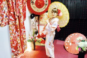 矢羽模様の上品な浴衣をお選び頂き浅草散策にお出掛けです👘💗 お時間のない中ご利用ありがとうございます(*^▽^*)東京旅行楽しんで下さいね🎵 選擇箭羽花紋的高雅浴衣在淺草逛,謝謝您在行程緊湊之下來體驗和服,祝您在東京旅遊愉快