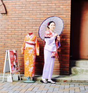 海外からお越しのお客様です💕 上品な和柄のお着物をお選び頂き浅草観光にお出掛けです👘✨ 伝統的なスタイルがお似合いですね! 日本の文化🇯🇵和服体験ありがとうございます(*^◯^*) 來自海外的客人們、選擇紫色高雅的和服,傳統日式風格的和服穿起來非常適合您,更凸顯您高雅的氣質,謝謝您來體驗和服喔!
