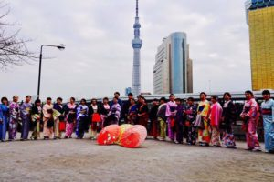 本日は28名団体様にご利用頂きました👘とても華やかで皆様素敵です🤗💕💕💕🌸❣️お着物を着た後、人力車に乗車して浅草観光にお出掛け頂きました。