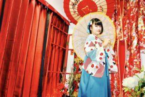 #台湾 からお越しのお客様です💕💕 ブルーの #袴 をレトロモダンなお着物と合わせてお選び頂きました(*^◯^*) とてもお似合いで可愛いですね❤️ 浅草散策楽しんで下さいね🎵 来自台湾的客人。 穿了比较现代摩登的蓝色的袴,十分可爱,可以美美的在浅草散步了哦。