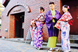 日本、韓国、アメリカからお越しのお客様です😊❤️皆様で浅草観光の記念に和服体験して頂きました👘✨和柄のお着物をお選び頂きました❣️とてもお似合いですね😊店内スタジオや隅田公園にて記念撮影です