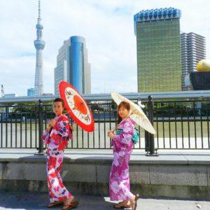 海外からのお客様です。日本伝統文化の浴衣をお選び頂きました。ありがとうございます\(^_^)/ 海外來的客人,選擇了日本的傳統浴衣樣式,紅色的是溫柔華麗的感覺,紫色的是可愛傳統日本風,髮式也是本店專門特色哦!兩位的浴衣都超級可愛,祝你們今天玩得開心!\(^_^)/