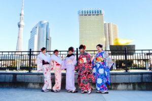 #台湾 からお越しのお客様です❤️❤️ #カジュアル振袖 や、 #伝統的 な #お着物 をそれぞれお選び頂きました👘✨ #ヘアーセット もご利用頂き素敵に #浅草観光 へお出掛けです(*^^*) 華やかで皆様可愛いです😍💕  来自台湾的客人👘。 选择了5人组套餐一起来浅草观光✨✨。 选择了#振袖#和日式花样的和服,十分漂亮。 谢谢你们来#浅草#体验#和服#哦🎀