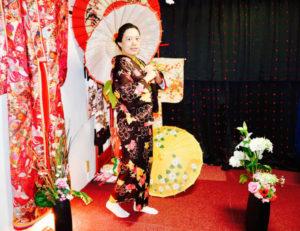 海外からお越しのお客様です。 和服体験ありがとうございます👘 レトロモダンなお着物をお選び頂きました。浅草観光楽しんで下さいね🎵 日本的和服体验谢谢你选的和服饰复古的款式愿你在浅草玩的快乐