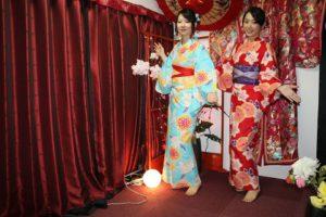 台湾からの美女お二人、和服姿が素敵です。