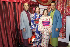 住日本的中國客人,帶親戚一起來體驗傳統和服呢!