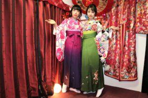 卒業式に袴でご出席の美女、おめでとうございます