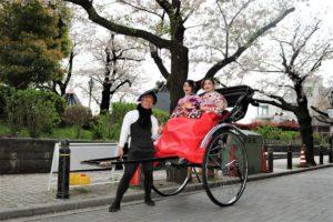 着物を着て人力車で浅草巡り。 穿著和服搭乘人力車遊淺草~