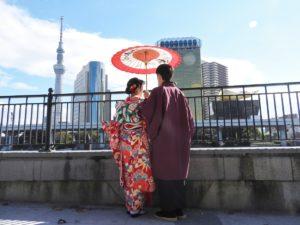 台湾からのお客様です\(^_^)/伝統的なお着物に、豪華なお振り袖をお選び頂きました。(*^^*)快晴で浅草観光楽しんで下さいね♪ 台湾來的客人,選擇了傳統的和服,女士選擇了豪華版的振袖,超級美麗!難得的好天氣,願你們今天在浅草玩得開心\(^_^)/