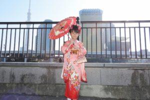 七歳女の子の七五三でのご利用です。日本髪にお着物をいたしました。伝統的なお着物がとてもお似合いで可愛いですね\(◎o◎)/おめでとうございます(^^)/七嵗的小女孩,選擇了小朋友七五三的和服體驗。髮型師傳統的日本髮型哦!本店美容師的獨家^^)/ 傳統的和服體驗,希望給小朋友留下個美好的回憶!^^)/