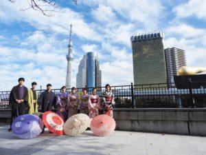 韓国からのお客様です\(^_^)/伝統的なお着物をお選び頂きました(^^)とても華やかで素敵です\(^_^)/ 韓國的團體客人來體驗日本傳統和服\(^_^)/ 祝各位玩得愉快\(^_^)/