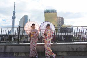日本伝統の花柄のお着物をお選び頂きました(^^)上品でとても素敵ですね(*^ー^)ノ♪浅草散策楽しんで下さいね(^o^)/ 兩位客人選了傳統的花樣(^^)相當高雅,希望兩位淺草散步愉快(^o^)/