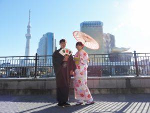 台湾からのお客様です\(^_^)/ピンクの可愛らしいお着物とメンズはたて線の伝統的なお着物に羽織をお選び頂きました(^^)浅草観光楽しんで下さいね(*^ー^)ノ♪ 台湾来的客人,女士选择了粉色系可爱款式的和服,男式选择了传统的竖线条纹的款式.祝你们在浅草玩的开心(*^ー^)ノ♪