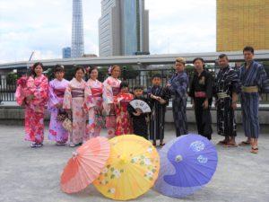 香港からお越しのご家族です。一年一度の三社祭を楽しんでくださいね。