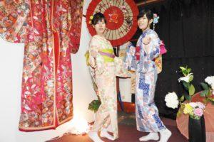 桜や市松模様のお着物で双子コーデをお選びいただきました(^∇^)お二方共とてもお似合いで可愛いですね💕浅草散策楽しんで下さいね(*^▽^*) 兩位選擇相同款式的和服,都很可愛很適合您們喔!祝您們在淺草觀光愉快