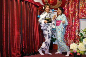 香港的兩位好姊妹一起體驗了和服,左邊那位穿得很帥氣,右邊則是嬌俏可愛!