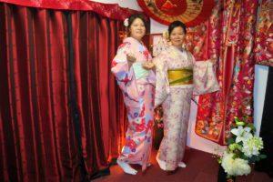來自香港的俏麗母女,兩位也都選擇了粉色系的和服呢!