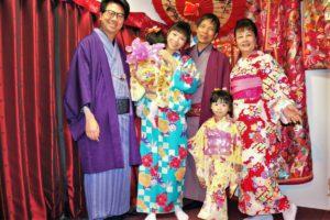 來自香港的大家庭,大家都穿上了漂亮的和服合照,真是珍貴的紀念!