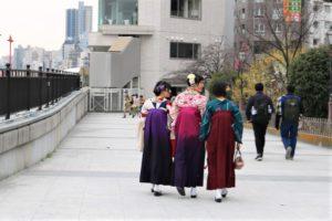 卒業シーズンで海外から袴の体験