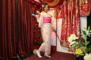香港的女士穿上粉嫩櫻色的和服,相當適合現在櫻花的季節~