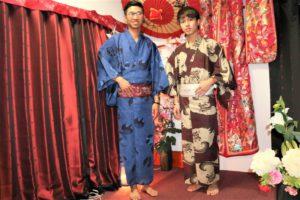 香港のイケメン2人、浴衣で浅草
