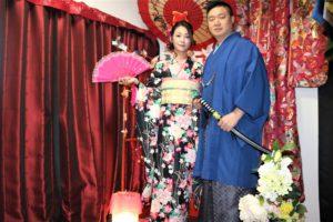 女性は振袖、男性は紳士の袴、伝統スタイルです。