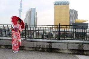 來自國外的客人,體驗了振袖和服,粉色系很可愛很適合您呢!
